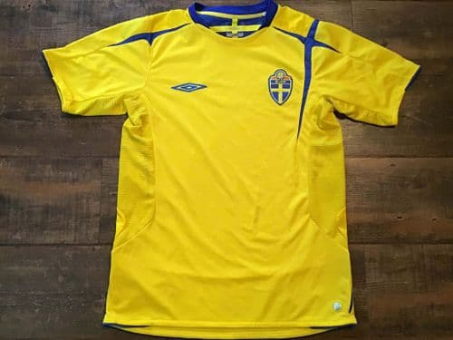 2005 2006 Sweden Football Shirt Small